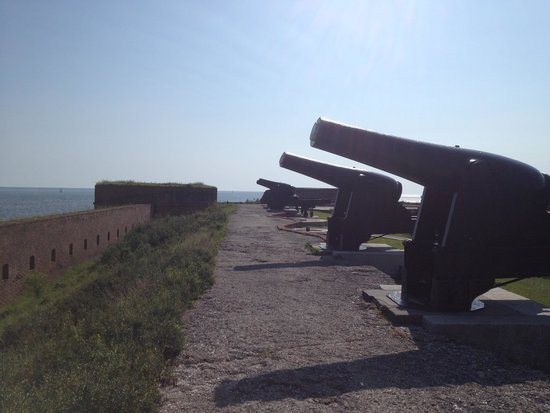 Fort Clinch State Park: Lots of defensive cannons