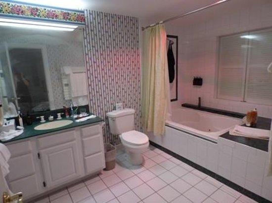 Golden Eagle Resort: Bathroom