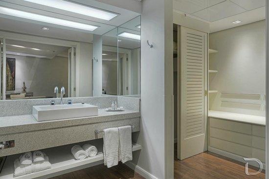Hotel Deville Prime Porto Alegre: Banheiro Suite