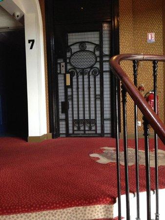 Ibis Styles Hôtel Paris Gare du Nord TGV: Stairs