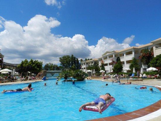 Bitzaro Grande Hotel: Pool