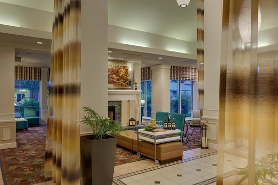 Hilton Garden Inn Corvallis: Relax by the fire or gather with friends in our spacious lobby