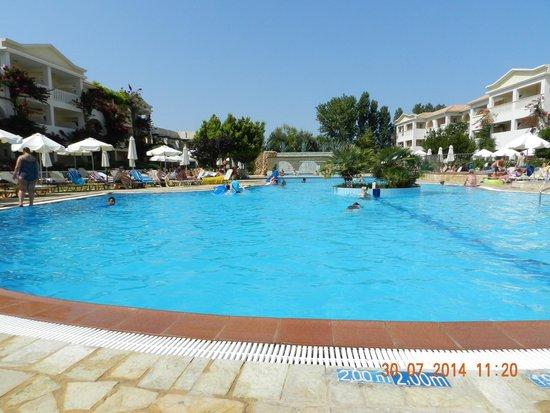 Bitzaro Grande Hotel: Pool 2