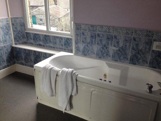 Ambleside Lodge: Room 11 gigantic bathroom