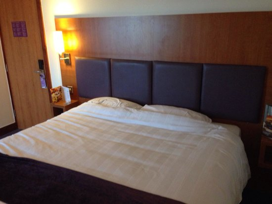 Premier Inn Edinburgh Central (Lauriston Place) Hotel : Decent sized bed!
