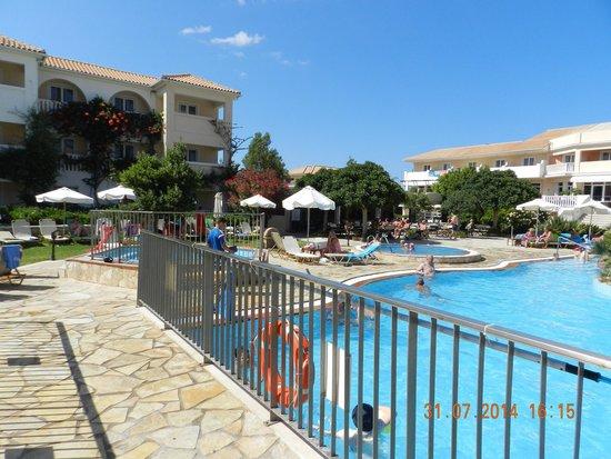 Bitzaro Grande Hotel: Pool 4