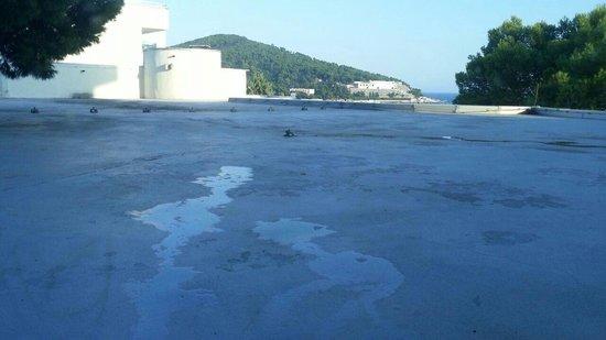 Neptun Hotel: sembra mare ma è cemento! !!!!