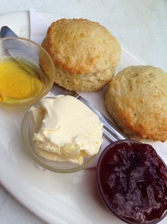 The Cosy Nook Cafe : cream tea with jam, syrup and clotted cream