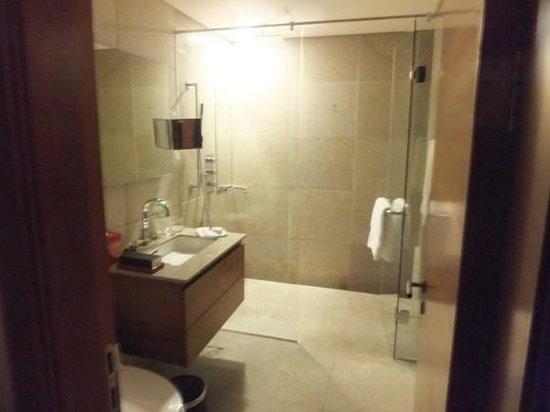InterContinental Asiana Saigon Residences: bathroom