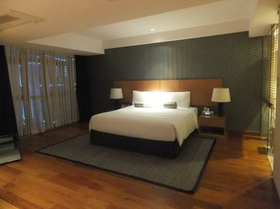 InterContinental Asiana Saigon Residences: bedroom with king size bed