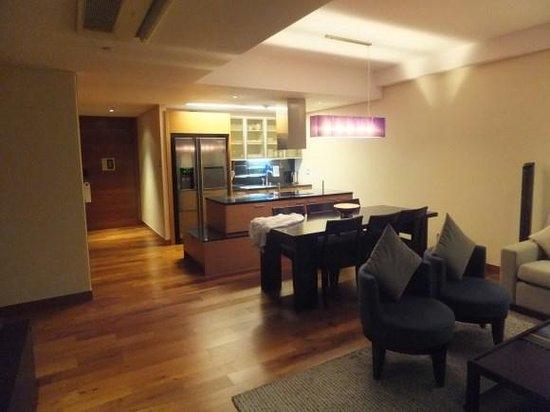 InterContinental Asiana Saigon Residences: kitchen living room area open plan
