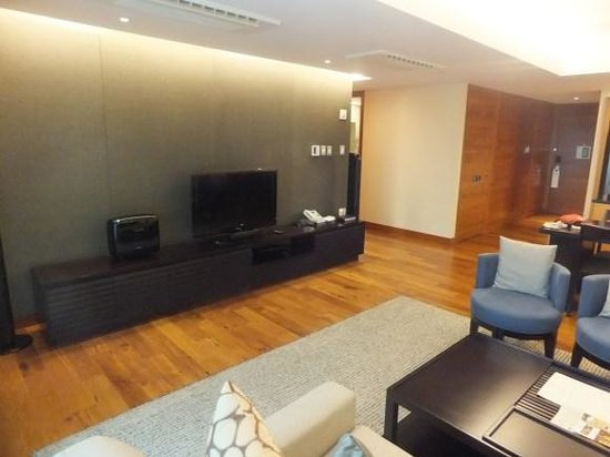 InterContinental Residences Saigon: living room area