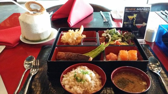 B-Hive Gallery, Bar and Restaurant: Bento Box and fresh coconut