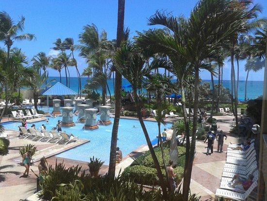 San Juan Marriott Resort & Stellaris Casino : vista de la hermosa piscina
