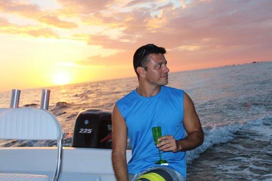 Tres Ninas Boat Rental & Coastal Tours: Sunset Cocktails