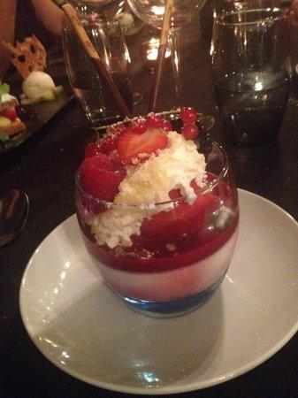 Au pourquoi pas : Panacotta fruits rouges au sucre petillant