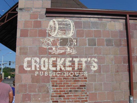 Crockett's Public House: The outside