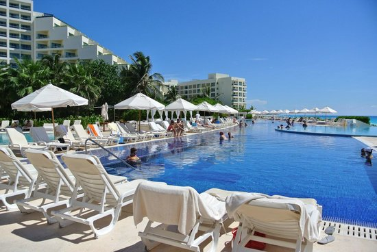 Live Aqua Beach Resort Cancun: Pool view