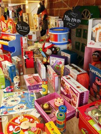 Ponaroshku Toy Store