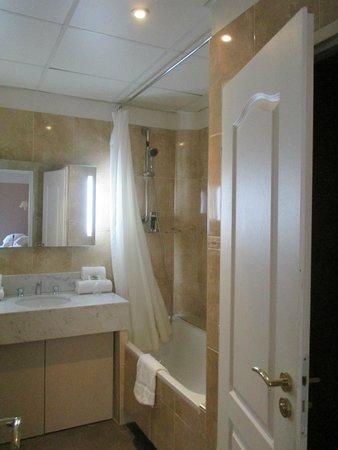 Hotel Artéa : bathroom