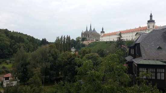 Cathedral of St. Barbara : Desde la lejania