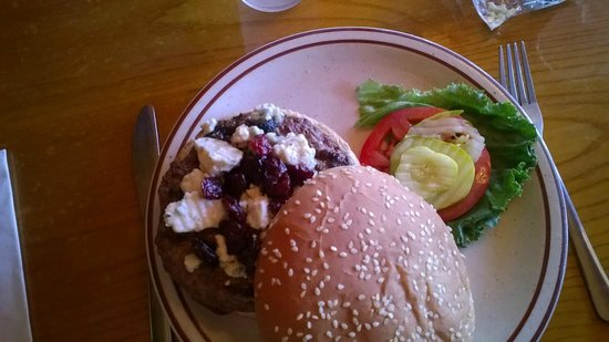 Boone's Primetime Pub: Blue Cheese and Cherry Burger-Dinner special