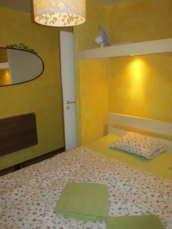 Charles Bridge Economic Hostel: The room