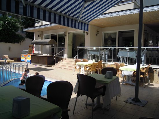 Kleopatra Life: Restaurant near pool