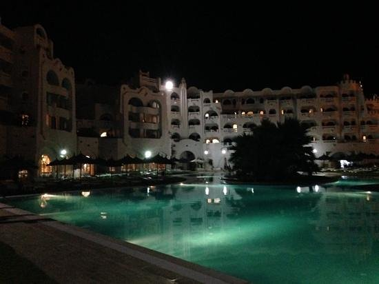 Lella Baya & Thalasso Hotel: Around pool at night