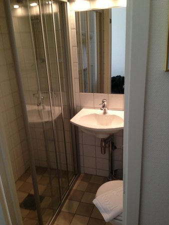 Hotel Royal Gothenburg: Single room bathroom