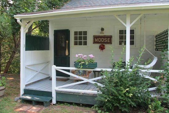 Inn at Bay Ledge : Moose cabin