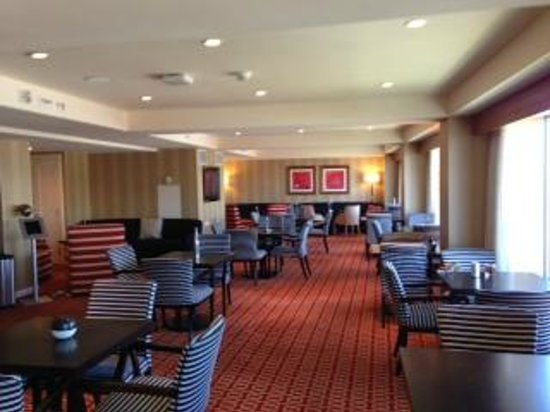 Renaissance Boston Waterfront Hotel : concierge lounge