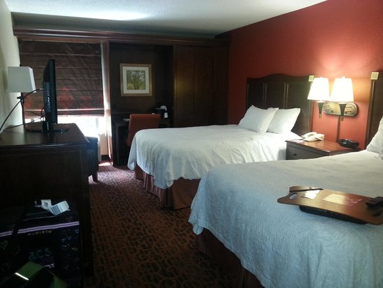 Hampton Inn Atlanta - Cumberland Mall / NW: clean, beautiful rooms!