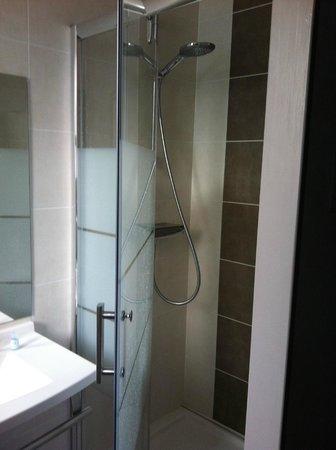 Grand Hotel Des Bains: douche avec jets de massage motorisés (très agréable)