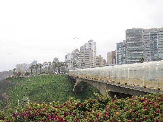 Malecón de Miraflores: Bridge section.