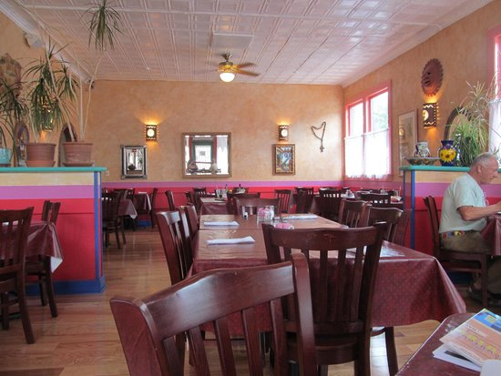 The Jalisco Cafe: What a beautiful place to eat!!