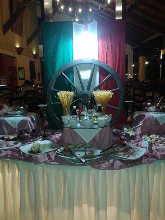 Hesperia Playa El Agua: Cena en uno de los restaurantes