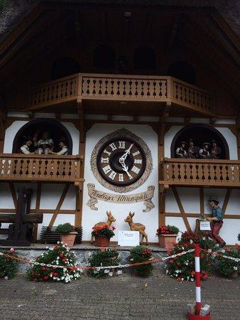 House of Black Forest Clocks: Muy bonito
