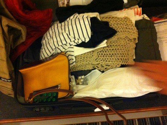 Austria Trend Hotel Bosei Wien: Von fremden gepackte Koffer