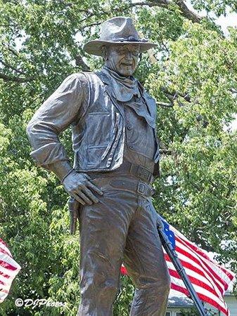 John Wayne Birthplace & Museum: John Wayne Statue Next to the Museum