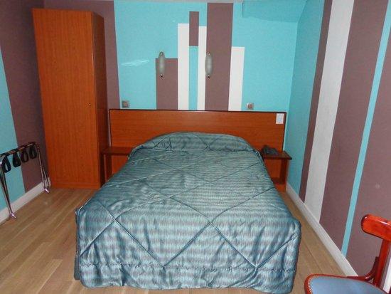 Montpensier : 2nd floor queen bedroom