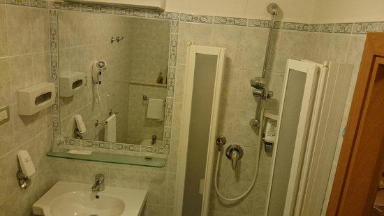 Hotel Corallo: Bathroom