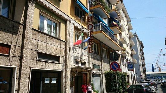 Hotel Corallo: Outside enterance