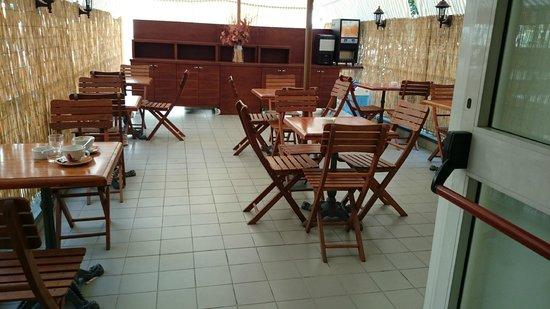 Hotel Corallo: Outside breakfast area