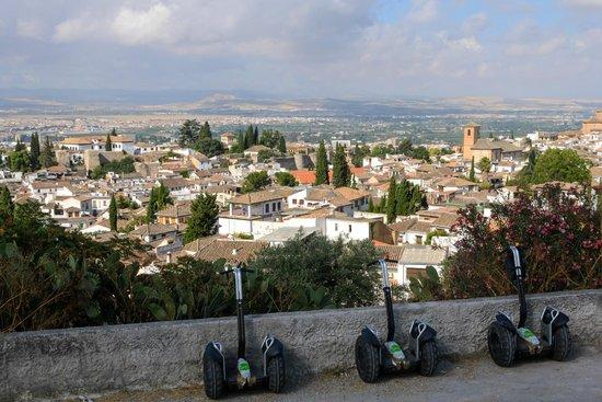 Play Granada : Blick vom Sacromonte auf den Albaycin