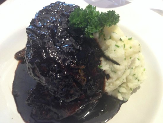 RESTAURANT FRANCIS: Confit of lamb in a reduction sauce with mashed potatoes