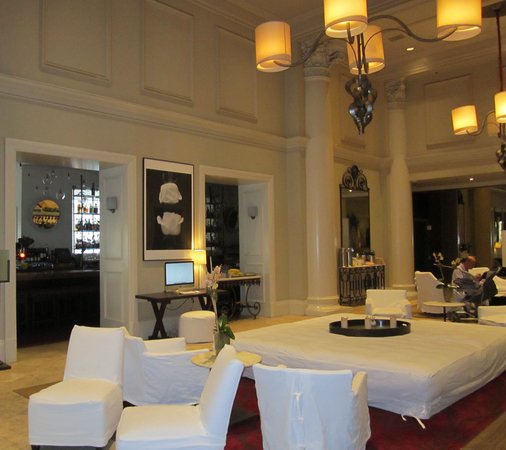 International House Hotel: Hotel lobby