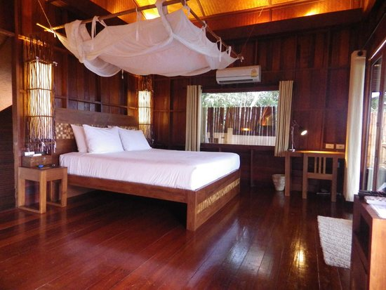 The Place Luxury Boutique Villas: WOW, even have 2 types of pillows, soft and firm