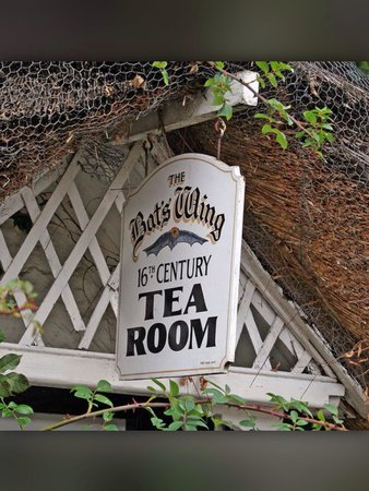The Bat's Wing, Godshill and The Lace Shop: The Bats Wing 16th Century Tea Room