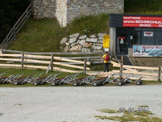 Muttereralm Mountain Cart: Carts on parking